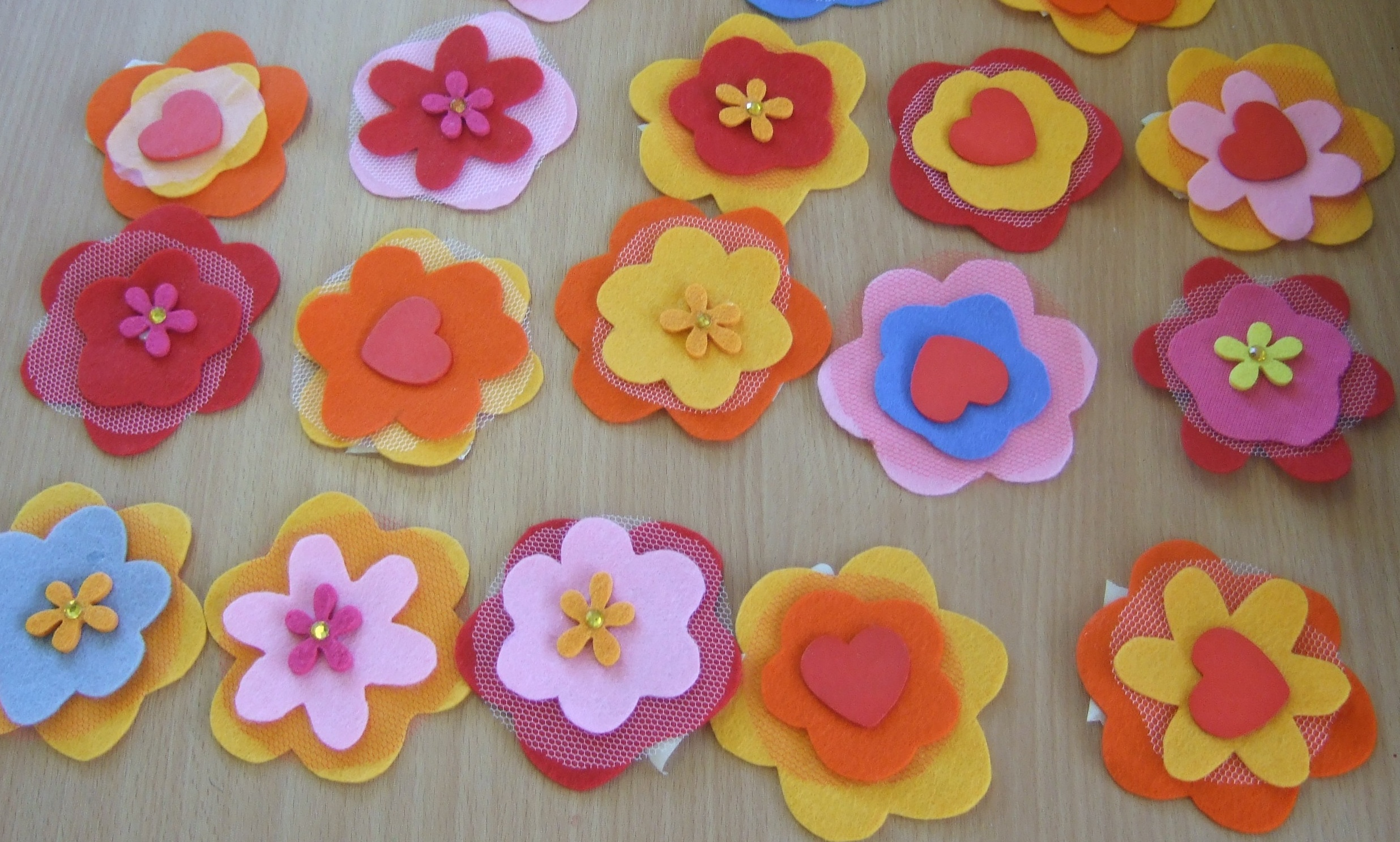 Crafting with kids: felt flower brooches